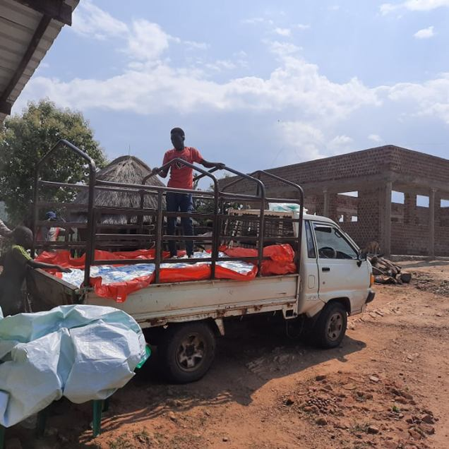 Unloading at Arapi?Gbari Comunity Churcch